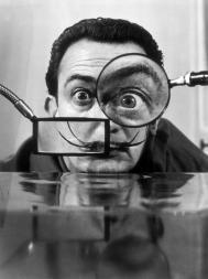 Dalí lents i escriptura